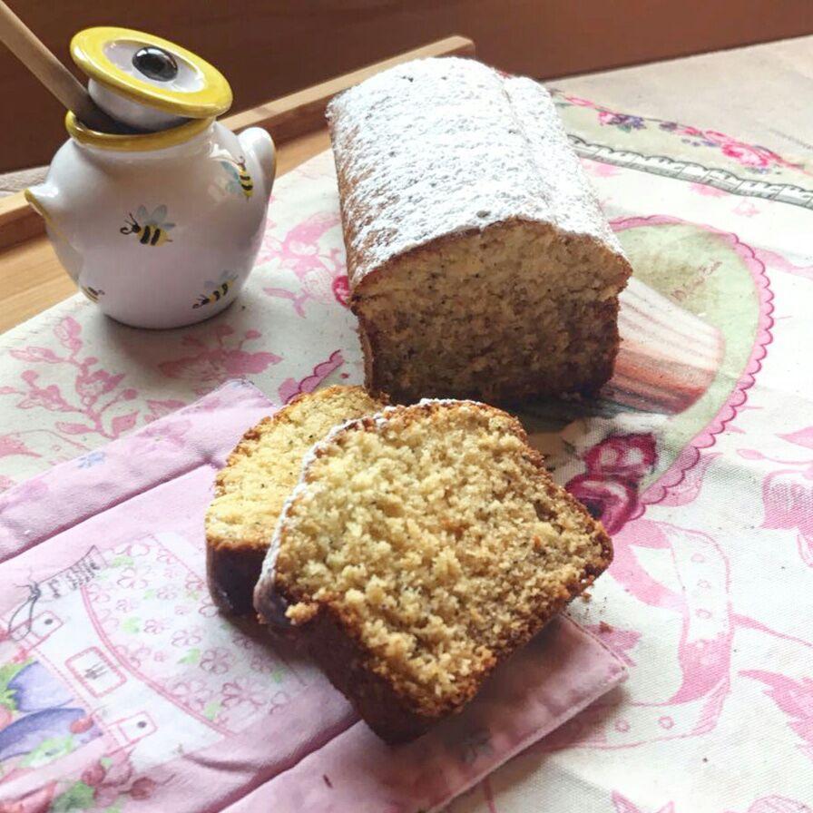 Plumcake con semi di papavero e miele