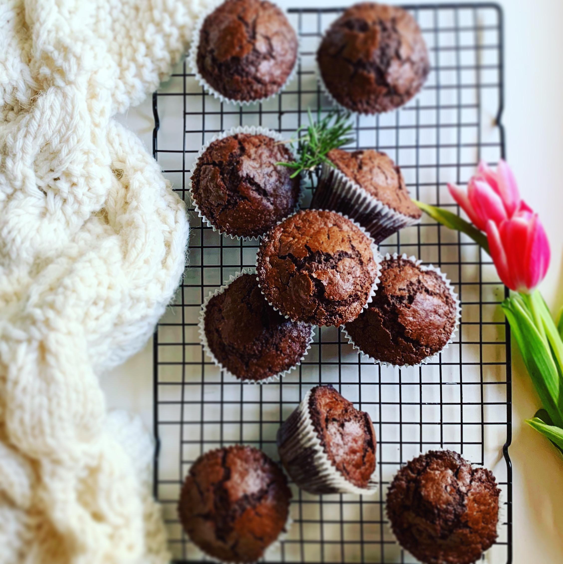 Muffin al cioccolato e rosmarino